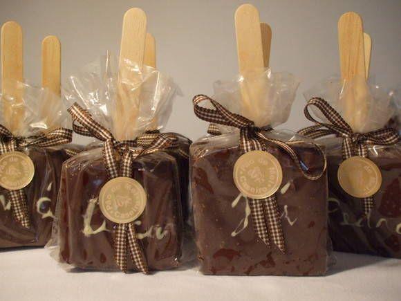 Pão de mel no palito decorado